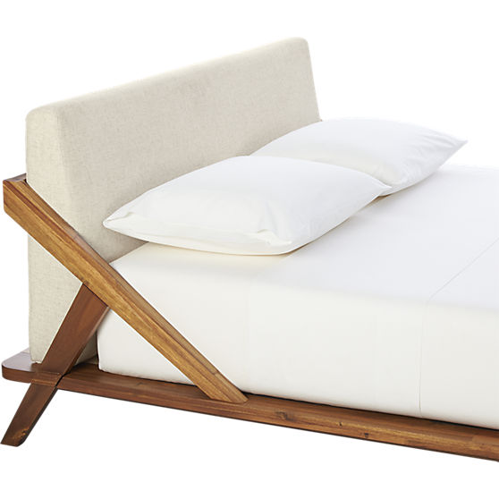 The Drommen Bed by CB2